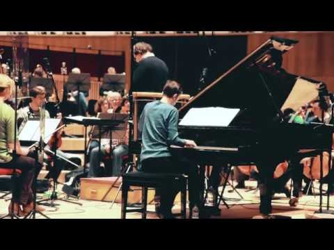 Video Alexandre Tharaud Records Rachmaninov Piano Concerto No.2