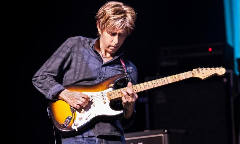 Review Eric Johnson – EJ